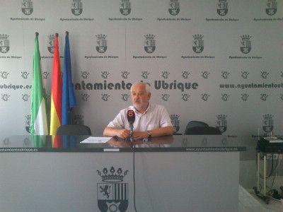 Manuel Toro, Alcalde de Ubrique en rueda de prensa.